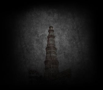 history of qutub minar in delhi black and white
